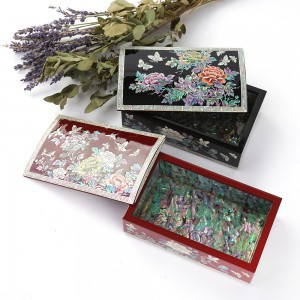 Business Card Case with Peony Pattern